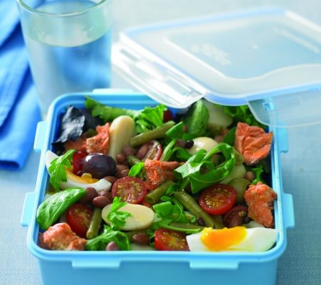 Child Nutrition's Top 5 Tips For A Healthy Lunchbox Salad